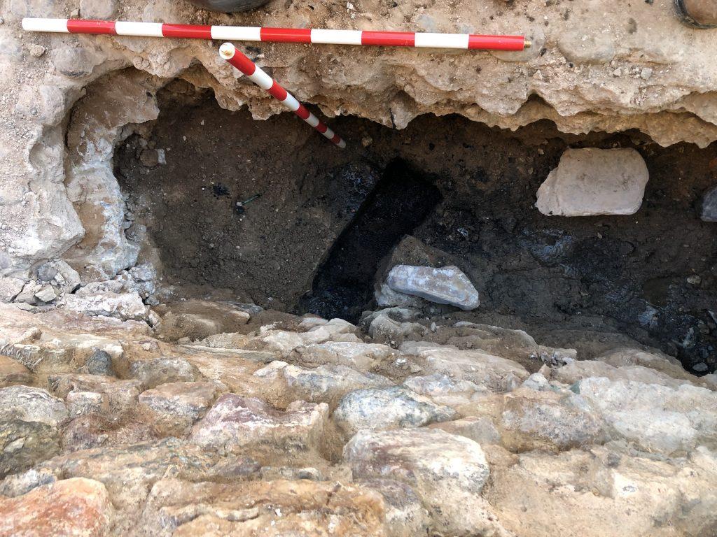 Zanja junto a la Muralla de Fuente del Maestre con seguimiento arqueológico de obra. Seguimiento Arqueológico
