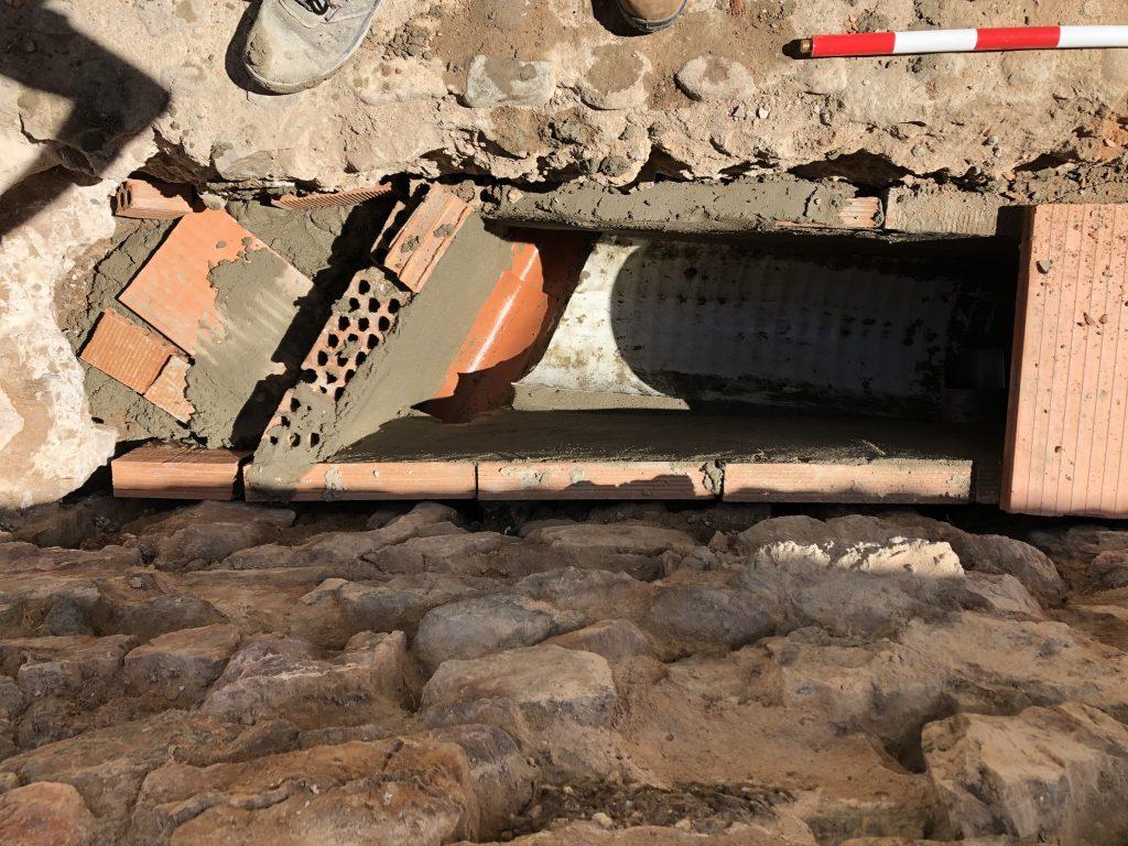 Canalización junto a la muralla de Fuente del Maestre. Seguimiento Arqueológico